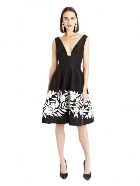Черное платье с белыми цветами