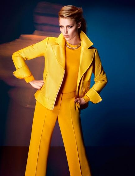 Желтый брючный костюм женский