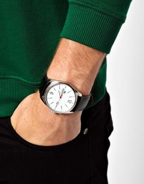 Корпус из полированной стали, циферблат из высококлассного стекла, стрелки, браслет — все детали и механизмы проходят тщательнейшие этапы проверки перед выпуском модных аксессуаров.lacoste кварцевые часы